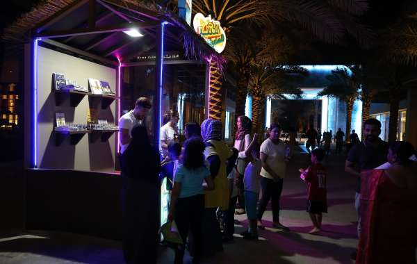 Neon Book Hunt Attracts Over 2,000 Visitors to Umm Al Emarat Park