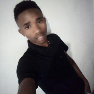 Lwandile Mngxozana Profile Picture
