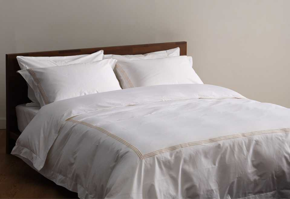 Hotel Bedding Set 60S 300T 100% Cotton Solid Color With Embroidery's Product catelog