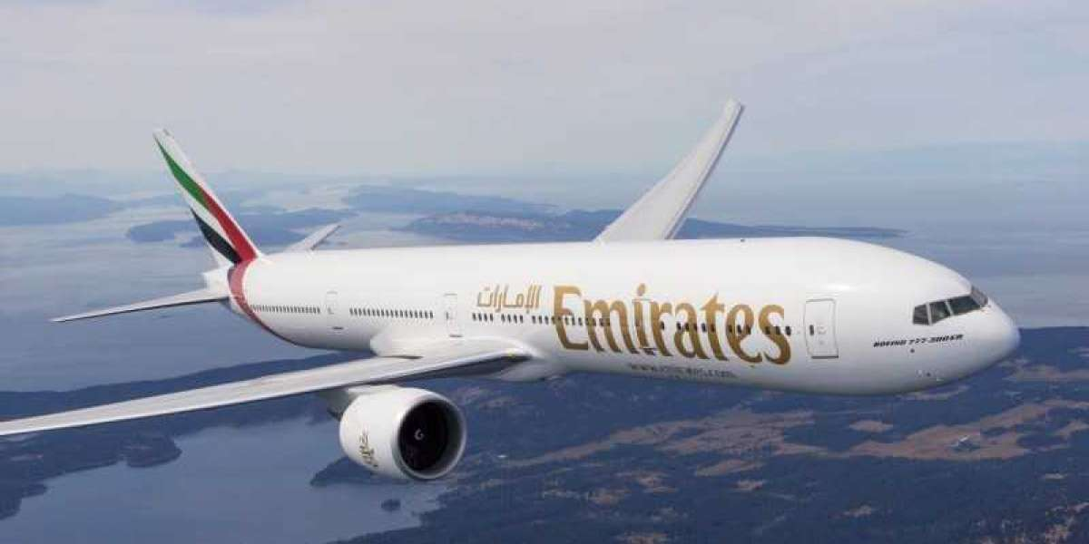 Emirates to Restart Flights to London Gatwick with Daily Service in December